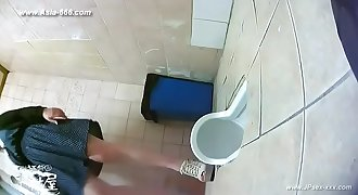 peeping korean girls go to toilet.2