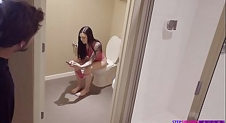 Marley Brinx Plays With Her Vibrator
