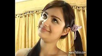 Bella latina en su primera escena en el porno