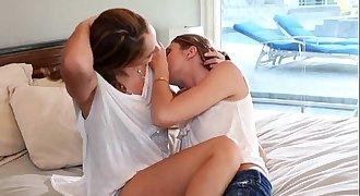 Jessie and Ryan lesbian lust