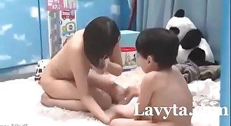 Th?ng Nhóc May m?n Và Các Bà Dì Dâm Dãng Link Full : http://bit.ly/2JkgIIY