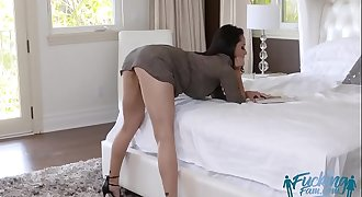 Crystal Rush Her Stepson Mesmerized Brilliant Curves Ass