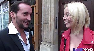 Marion remplace une actrice et se fait enculer [Full Video]