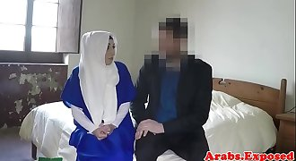 Ethnic muslim babe gets fucked for hotel room